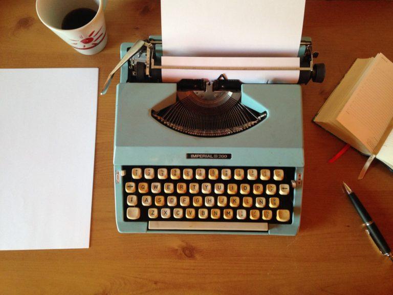 immagine di una macchina da scrivere